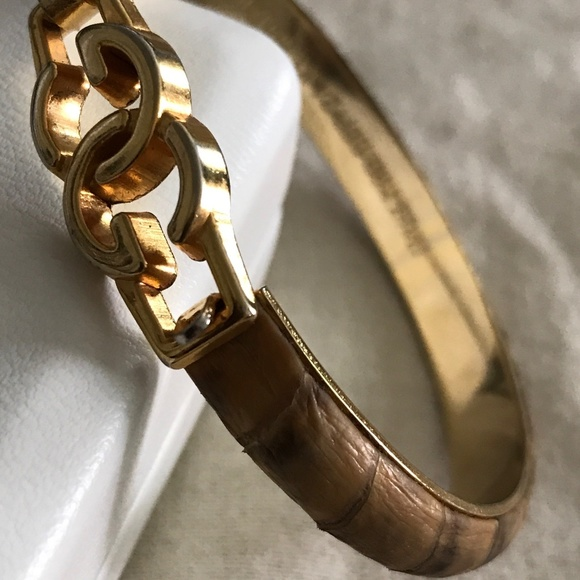 042501827 Vintage Gucci Logo Snakeskin Bangle Bracelet. M_5d04ed87971d0a4ea97d77d0